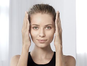 So entfernen Sie Makeup mit Wasser