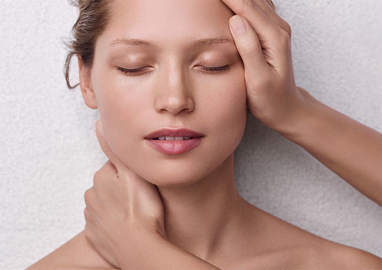 Clarins Kosmetikbehandlung - Gesichtspflegebehandlung