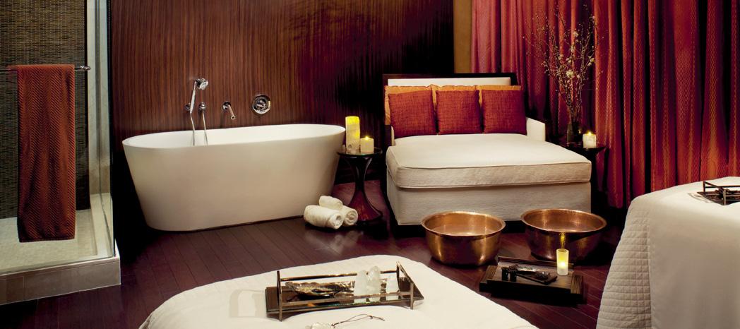 Clarins Kosmetikbehandlungen - mehrere Bilder aus unterschiedlichen spa by